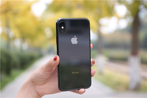 新iPhone将可能使用屏下指纹